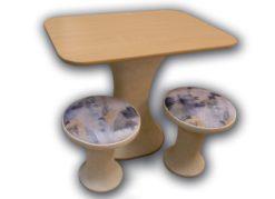 Стол №4 и 2 табурета 1